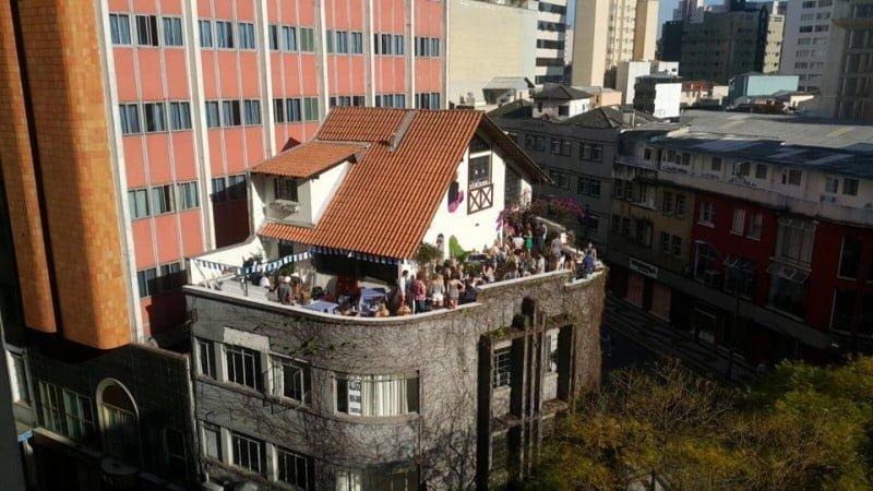 A Samambaia é, literalmente, uma casa em cima de um prédio, no centro de Curitiba.