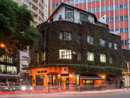 A Samambaia, vista da rua. Aos poucos outros negócios criativos estão se organizando no mesmo prédio.