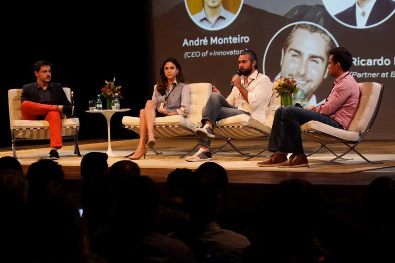 André (o primeiro à direita) no palco em um dos eventos da Brazil Innovators.