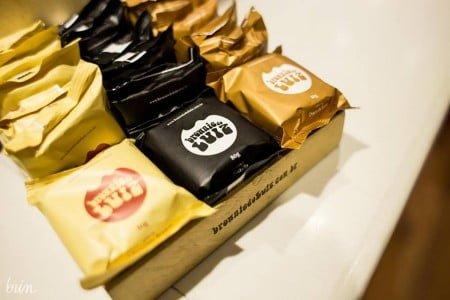 Além do original (3,50 reais), há outros seis sabores de brownie, como os recheados (5 reais) e o com castanha de caju (6 reais).
