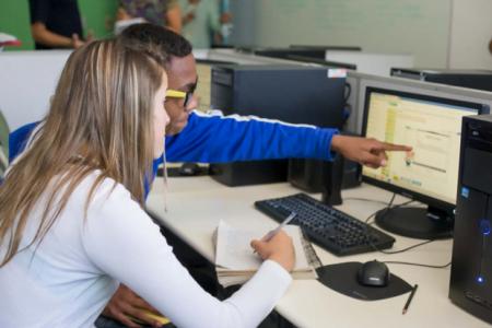 Tecnologia na educação é um dos temas mais interessantes do nosso tempo. Não se trata de lousa digital, mas de integração (foto: blog Escola Digital).