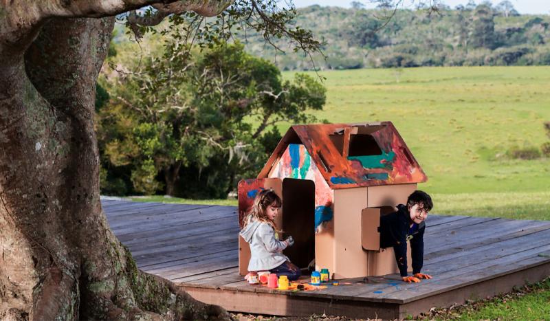 A Casinha (reais) pertence à linha de brinquedos grandes da Eu Amo Papelão (foto: Jonathan Partos).