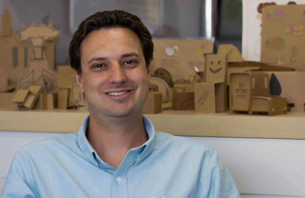 Thiago Cestari da Costa trabalhava no setor de embalagens antes de começar a empreender na Eu Amo Papelão.