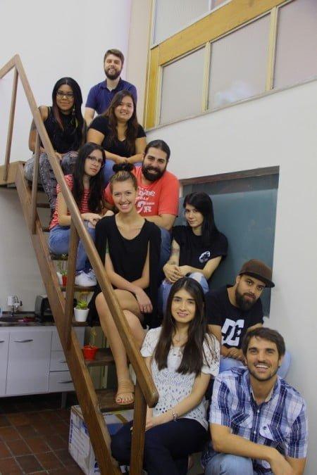 Parte da equipe do Retroca, que tem 15 funcionários e funciona em um galpão na Zona Oeste de São Paulo.