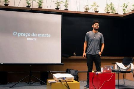 Dhaval numa palestra na em 2014, quando ainda morava no Brasil.