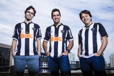 Daniel, Igor e Leonardo, torcedores do Galo, brincavam de atender o telefone na Moip usando nomes dos jogadores.