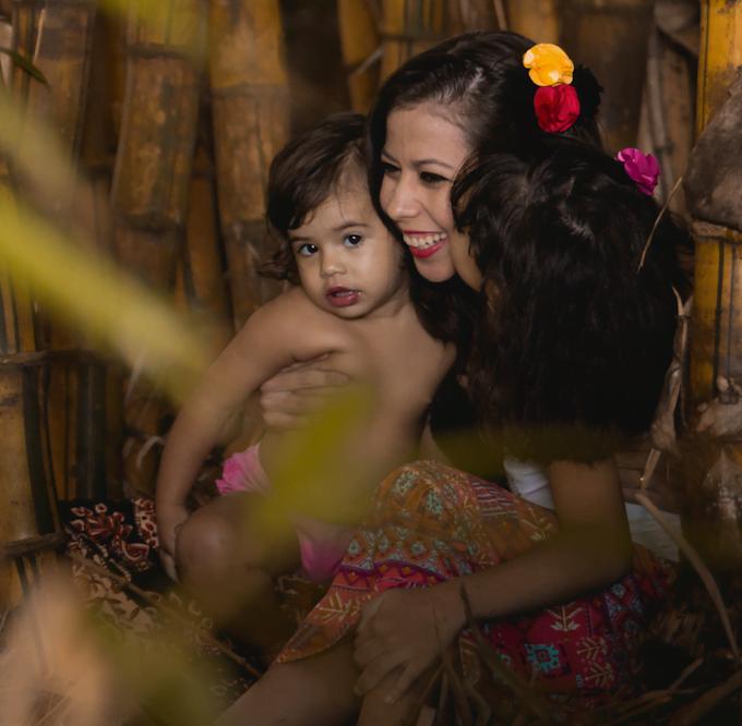 Bárbara com as duas filhas. A maternidade a ajudou a dividir melhor tarefas e horários.