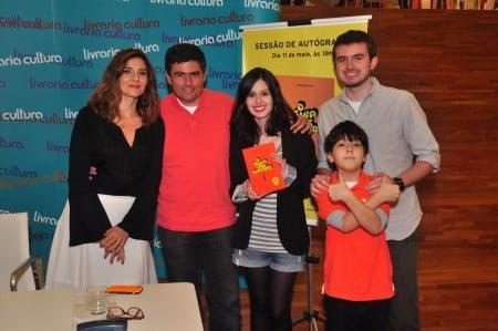 No lançamento da edição de 20 anos do Guia dos Curiosos, Marcelo com a mulher, Maísa Zakzuk, e os filhos Beatriz, Rodrigo e Antonio (o mais novo).