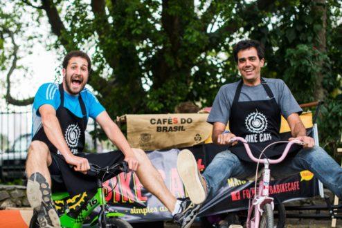 Cadu e Murilo, no começo do Bike Café, há quatro anos.