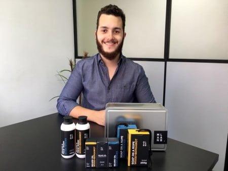 Rodrigo, da Man Lab, desenvolve os cosméticos que mesmo gostaria de usar.