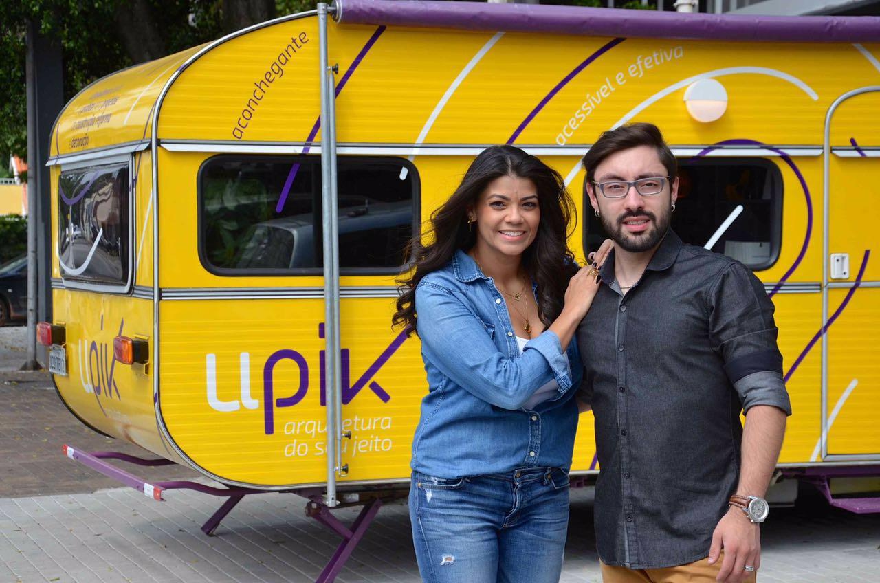 Marcia Monteiro e Daniel Alves, sócios no escritório de arquitetura sobre rodas Upik.