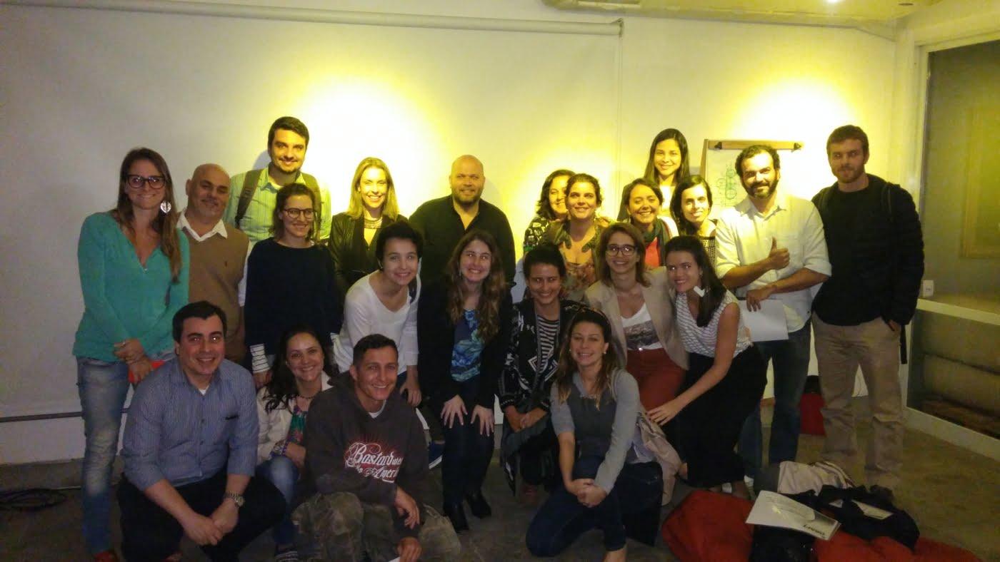 Jaakko rodeado pelos participantes da estreia da Academia Draft no RIO, no início desta semana.q