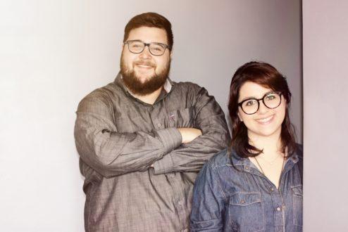 Pedro e Lívia, o casal de designers que fundou a Matiz: roupas de bebês sem distinção de gênero e fruto de uma cadeia de comércio justo.