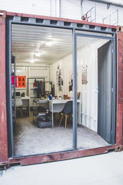 Na Malha, cada contêiner abriga um pequeno escritório (foto: Absolem).