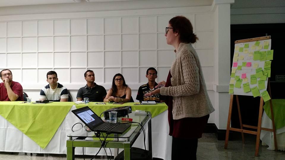 Marina Miranda no seu habitat natural: falando sobre crowdfunding para startups em mais um evento.