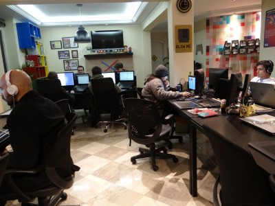 A PushStart funciona numa casa, em São Paulo, e tem 15 funcionários, além dos 3 sócios.
