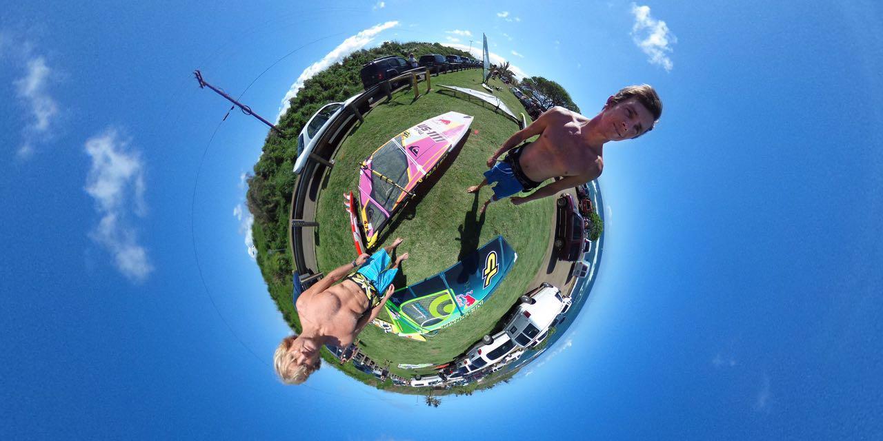 A lenda do windsurf Robby Naish (acima, com Jason Polakow) foi o primeiro cliente de Charles como produtor de vídeos, antes de fundar a UView360.