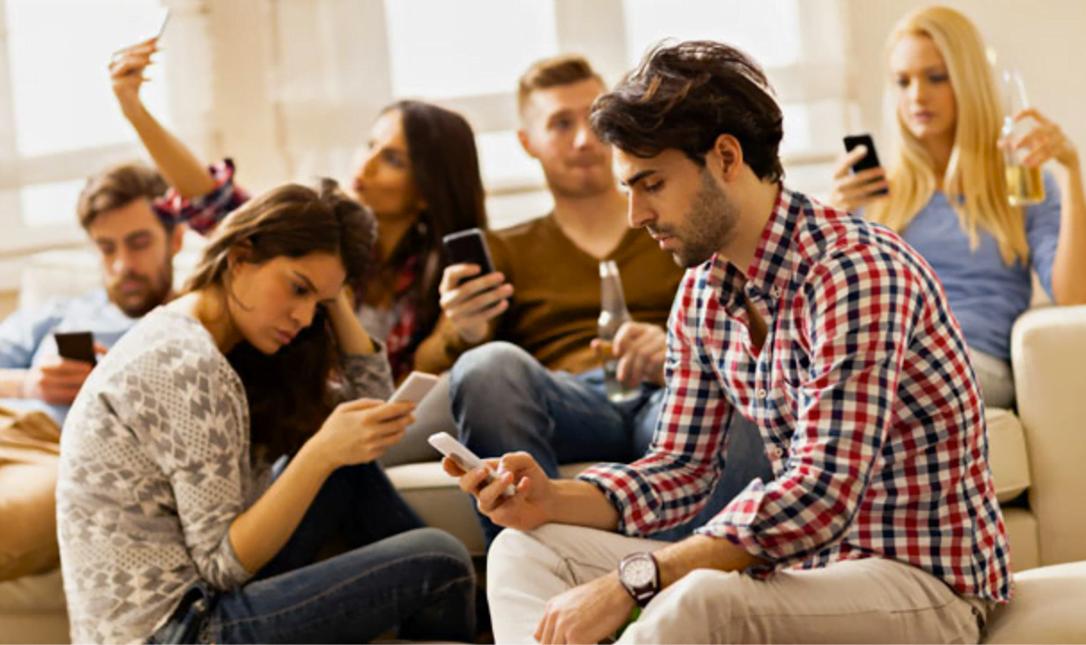 """Os millennials, ou Geração Y, são os primeiros que atingiram a idade adulta no ano 2000. São a primeira """"geração internet"""" (imagem: reprodução Healthline)."""