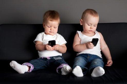 Muitos da Geração Alpha ainda nem nasceram: eles serão os mais conectados e interligados à tecnologia. No que isso vai dar? (imagem: www.parent24.com).