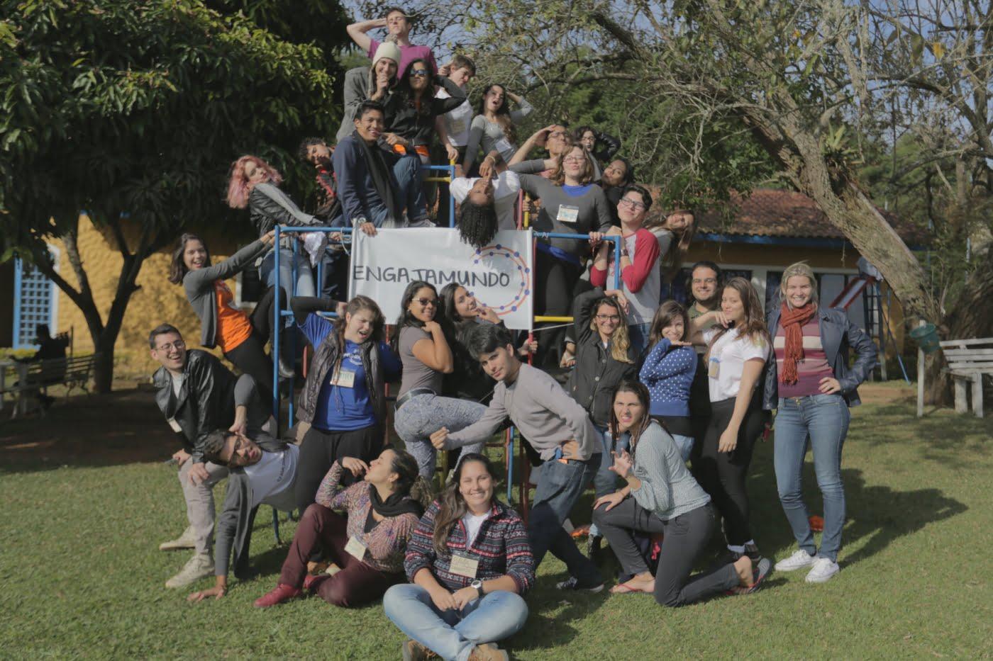 Alguns dos jovens reunidos no encontro anual do Engajamundo, realizado em 2015.