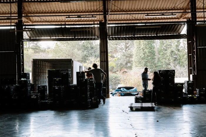 A logística, com duas entregas semanais na cidade, garante o frescor dos alimentos (foto: Guilherme Garofalo).
