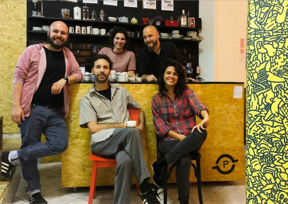 Maurício, Eduardo, Carol, Lucas e Fran: os associados do Preto Café, agora no Largo do Arouche.