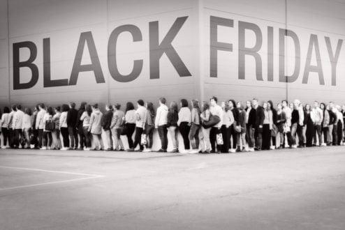 Uma área-chave da Economia Comportamental estuda o que faz pessoas tomarem decisões impulsivas (como comprar roupas ou produtos que não usarão). Quantas vezes isso aconteceu com você? (foto: reprodução internet).
