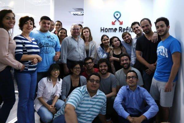 Parte dos 60 funcionários da HomeRefill. Além deles, uma equipe de atendentes sênior ajuda os clientes a montar suas listas.
