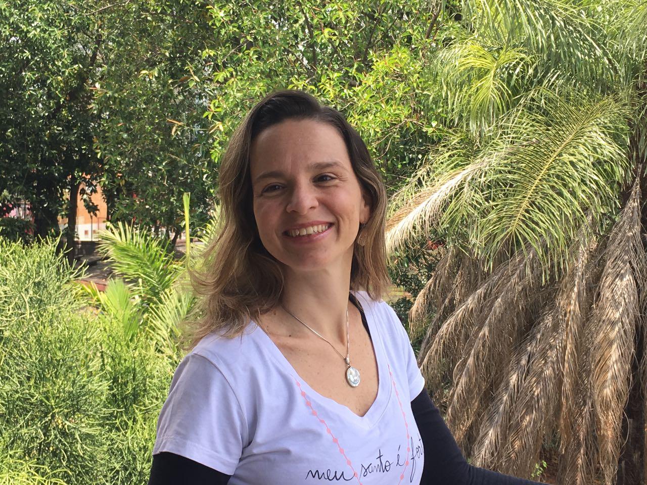 Michelle Prazeres conta como a maternidade a fez perceber que corria à tôa, atrás de urgências que não eram urgente. (foto: Solano Diniz)