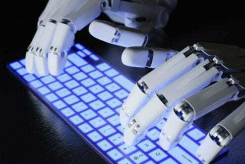 Não é assim, mas é como se fosse: do outro lado da sua conversa online existe um robô.