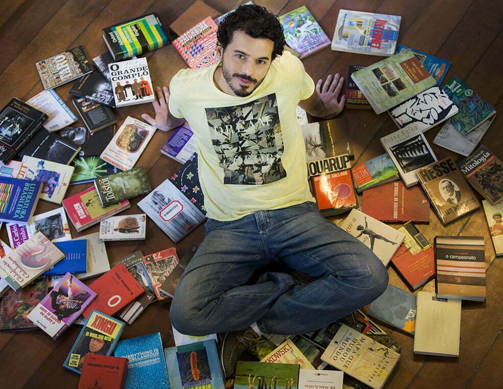 """André Garcia, fundador da Estante Virtual: """"A crise fez muita gente optar pelos livros usados""""."""