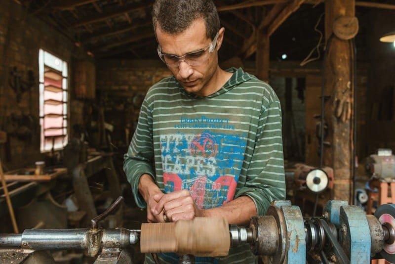 A cafeteira Aram é produzida no interior do Paraná. Hoje, a capacidade é de 500 peças por mês.