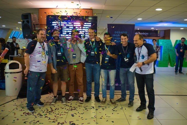 Time vencedor de um dos hackatons realizados na IBM.