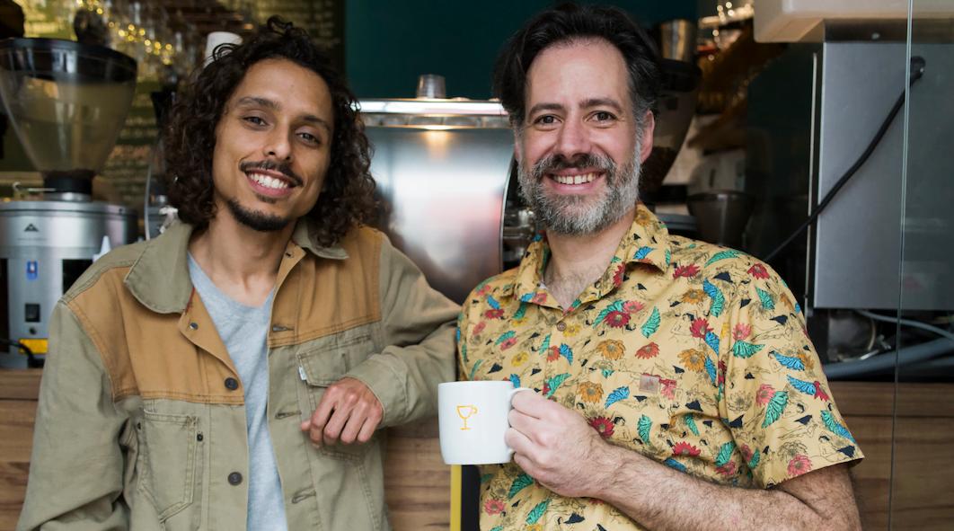 Maycon Aram e Juca Esmanhoto, sócios na cafeteira Aram desde o início do projeto.qMaycon Aram e Juca Esmanhoto, sócios na cafeteira Aram desde o início do projeto