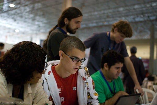 Marco com amigos e equipe da boo-box, na Campus Party de 2009.