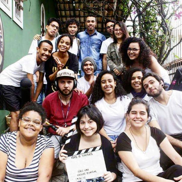 Alunos da Escola de Notícias na gravação de um curta-metragem.