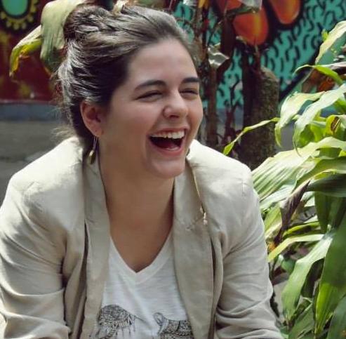 Camila é formada em Rádio e TV e Cinema e sempre trabalhou com projetos sociais.
