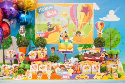 Entre os produtos licenciados estão itens para festas, mas no site é possível baixar as imagens e fazer os produtos em casa.