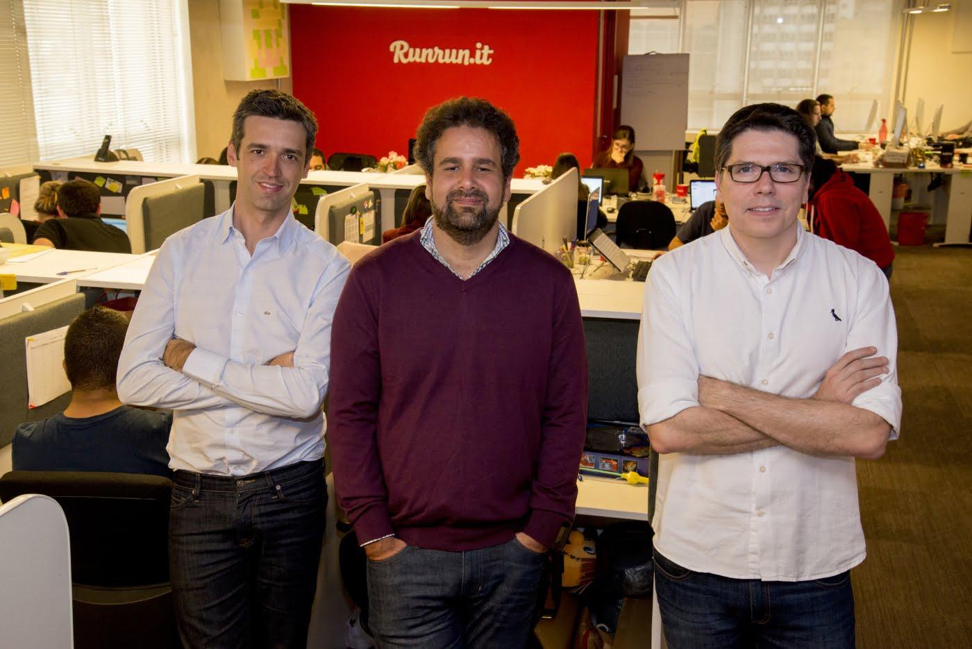 Os sócios da Runrun.it, Antonio Carlos Soares, Patrick Lisbona e Franklin Valadares quebraram a cabeça para manter o crescimento da plataforma de gestão em meio à crise – e conseguiram.