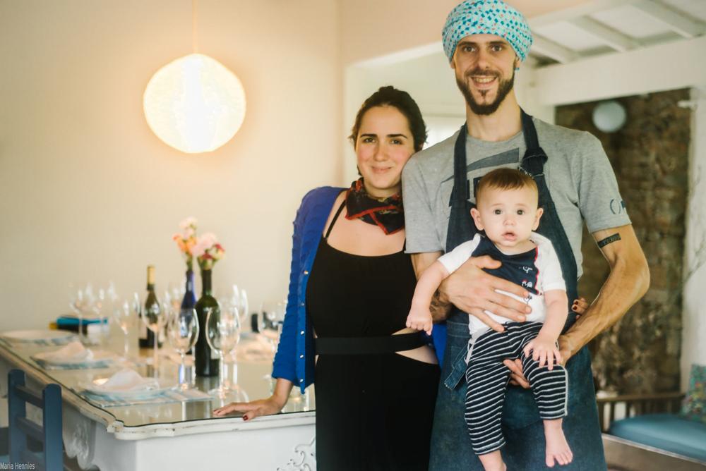 Cissa, Javy e o filho Caetano: casa, família e negócios se fundem na La Mesa Gasto Lar, uma experiência gastronômica que recebe até 15 pessoas por vez.