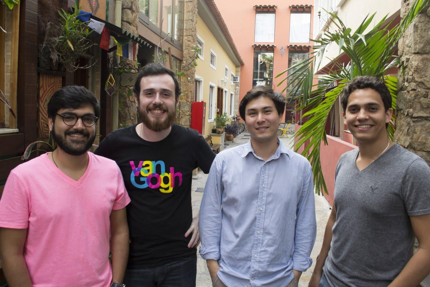 Os sócios Marllon Calaes, Daniel Ushida, Antonio Cardoso e Felipe Ferraz, investiram 50 mil reais do próprio bolso para colocar no ar um aplicativo para tirar dúvidas do micro e pequeno empreendedor.