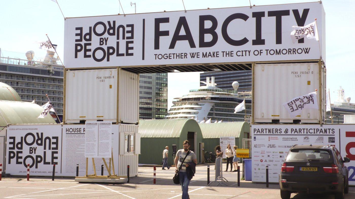Não é utopia, o Fab City é um programa possível, real, e já implementado em lugares como Amsterdam, no qual o movimento maker ajuda a cidade, como um todo, a se transformar.
