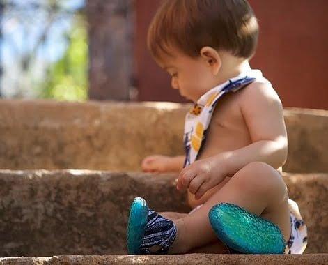 """Melhor seria os """"bebês urbanos"""" estarem descalços... Não estando, o Noeh simula a pisada livre."""