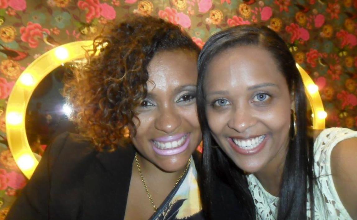 Priscila Rosa, que hoje é jornalista, e Priscila Hirle, médica.