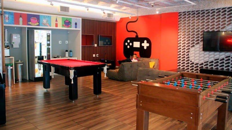 A sede do Buscapé fica em Santana de Parnaíba (SP) e emula o ambiente de startup com referências geek e pop na decoração.