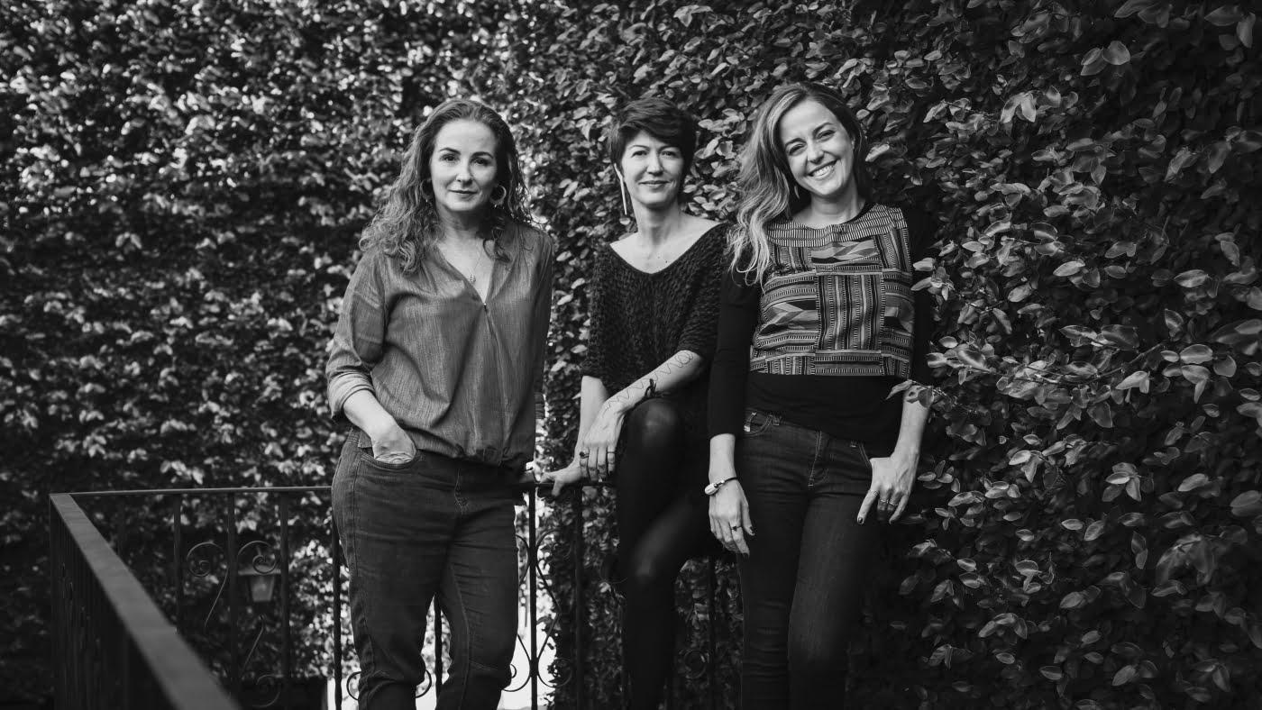 Patricia (agora sócia da empresa) e as fundadoras Karine e Daniela: crescimento, críticas e novos horizontes à vista.