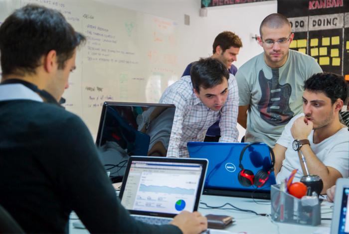 A Superplayer uma a metodologia ágil para gerir o trabalho das 20 pessoas do time.