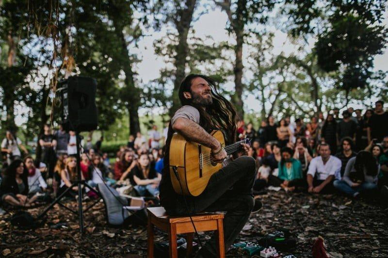 Por iniciativa da HED, o músico Estas Tonne fez duas apresentações gratuitas em São Paulo (acima, no Parque do Ibirapuera).