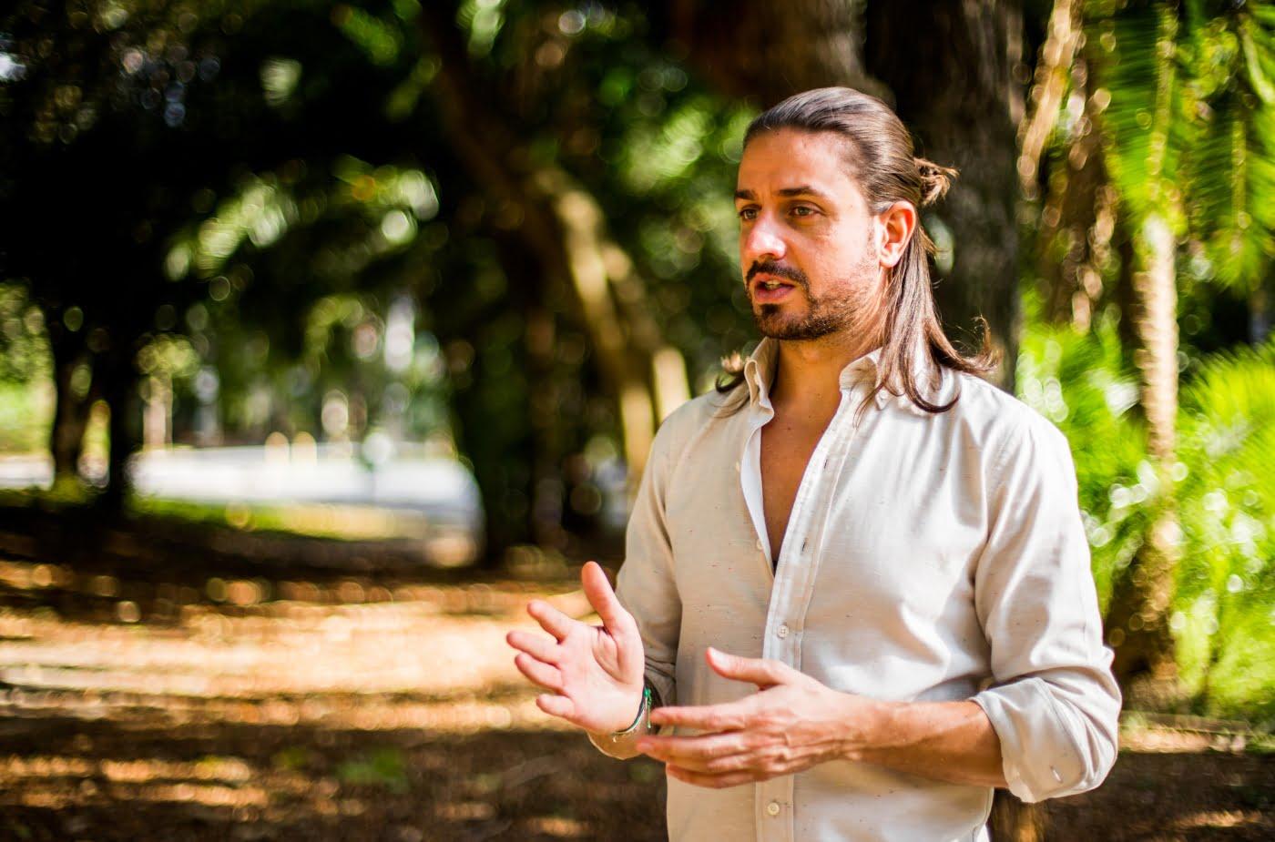"""Lourenço Bustani, criador da consultoria Mandalah e da festa Wake, conta que ambas têm o propósito de """"ampliar a consciência"""", mas com ferramentas diferentes."""