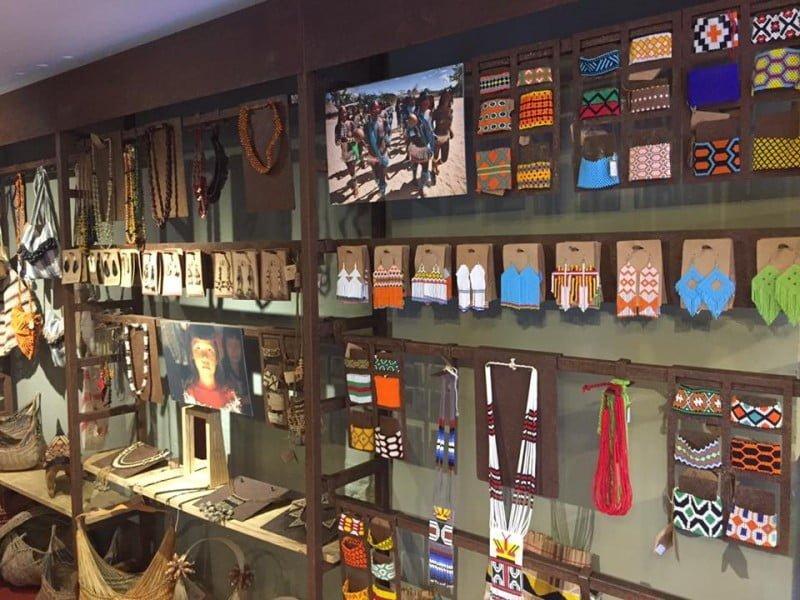 A loja física da Tucum fica em Santa Teresa, no Rio de Janeiro. Os principais compradores são estrangeiros visitando o Brasil.